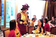 當Brett以十九世紀貴族女子打扮到來時,在場的賓客非常驚喜。《品位》雜誌請來了本土長大的Brett再現貴族裝扮。