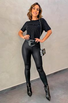 Outfit with rock outfits with black leggings Outfits Leggins, Black Leggings Outfit, Shiny Leggings, Rock Outfits, Fall Fashion Outfits, Night Outfits, Leggings Fashion, Look Fashion, Sexy Outfits