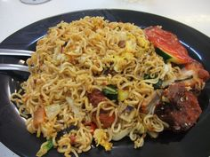 maggie goreng. My quick fix at any Malaysian Indian 24 hours restaurant...and its cheap