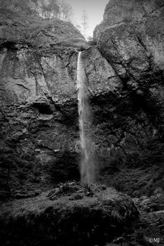 A day hike to Elowah Falls - waterfallwednesday ⋆ Divinity Lane Columbia River Gorge, Tourist Trap, Day And Time, Day Hike, Figure It Out, Hiking Trails, Just Go, Writers, Climbing