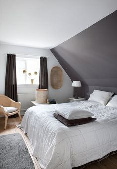 The post Colonial style i Kerteminde appeared first on Kleiderschrank ideen. Colonial style i Kerteminde Colonial style i Kerteminde Slanted Ceiling Bedroom, Slanted Walls, Attic Bedroom Ideas Angled Ceilings, Sloped Ceiling, Bedroom Orange, Attic Bedrooms, Girls Bedroom, Childrens Bedroom, Bedroom Bed
