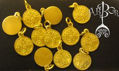 El concepto 12 semillas son 12 pequeñas medallas de aluminio de 1.3 centímetros