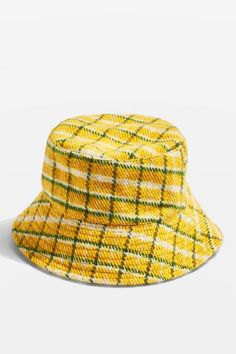 Bring back the nostalgia with this statement yellow and green checked bucket hat. Outfits With Hats, Trendy Outfits, Cute Outfits, Beanie Hats, Beanies, Bucket Hat Outfit, Streetwear Hats, Cute Hats, Retro Fashion