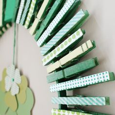 Patricks Day DIY Decor That Will Bring Luck To Your Home patricks day diy clothes 15 Awesome St. Patrick's Day DIY Decor That Will Bring Luck To Your Home Diy St Patricks Day Decor, St Patricks Day Crafts For Kids, St. Patrick's Day Diy, Holiday Crafts, Fun Crafts, St. Patrick's Day, St Patricks Day Clothing, Clothes Pin Wreath, Diy Clothes