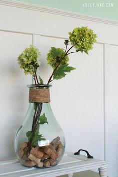 DIY home decor crafts :DIY Vase : DIY Cork vase filler