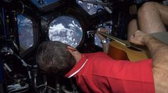 Astronaut Tweets From Space Station!