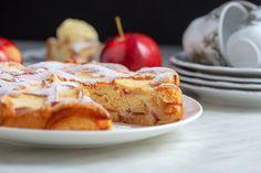 Sharlotka: Η μηλόπιτα που μιλάει ρωσικά είναι fluffy και light -Ό,τι χρειάζεσαι για να συνοδεύσεις τον καφέ σου | BOVARY Apple Pie, French Toast, Cooking, Breakfast, Recipes, Apple Cakes, Food, Clever, Nice