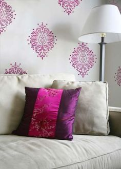 Bombay Paisley flowerpatterns are super trendy! You can find them on walls, fabric, and furniture! Available in three sizes, this Indian damask wall art stenci