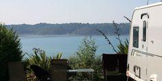 Emplacements camping vue mer - CAMPING LE CHATELET ***** - Saint Cast le Guildo, Bretagne, Côte d'Emeraude Rando, Camping Car, Location, Belle Photo, Photos, It Cast, Saint, Brittany, Pictures