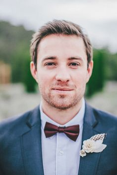 A dapper groom rocking a marsala colored tie! He's wearing the pantone color of the year well!