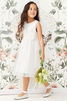 Whatever the colour scheme, our ivory bridesmaid dress is guaranteed to look stunning!
