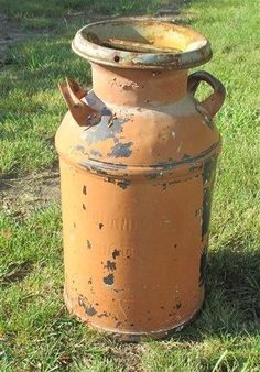 Milk Cream Can Dairy Bottle Primitive Amish Rustic Old Country Garden Decor af Old Milk Cans, Milk Jugs, Wood Ironing Boards, Primitive Country Crafts, Antique Milk Can, Budget Patio, Vintage Office, Down On The Farm, Old Wood