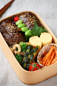Beef rolled onigiri bento box, featuring sides of tamagoyaki, fried cucumbers, sesame carrots, and broccoli & chikuwa bonito flake saute Japanese Lunch Box, Japanese Food, Cute Food, Yummy Food, Bento Recipes, Bento Ideas, Lunch Ideas, Bento Box Lunch, Box Lunches