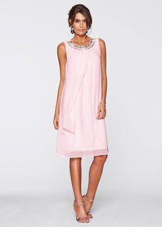 Jetzt anschauen: Ein sehr elegantes Outfit für besondere Gelegenheiten - das ist dieses stilvolle Premium Kleid mit Applikation. Das zauberhafte Kleid aus der Kollektion von bpc selection ist aus fließendem Material und hat einen Rundhals-Ausschnitt. Dieser ist reich mit Perlen und Dekosteinen verziert. Die sich überlappenden Stoffbahnen am Saum verleihen dem Kleid einen sehr edlen Look.
