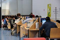 Zaragoza, Spain. Biblioteca Pública Municipal Vientos del Pueblo (Oliver). Encontrarás lo referente a esta biblioteca en http://www.zaragoza.es/ciudad/educacionybibliotecas/bibliotecasmunicipales/detalle_Centro?id=911