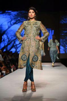 Sanam Chaudhri at Telenor Fashion Pakistan Week 2015