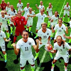 U.S. women's soccer team glamour women of the year documentary by marjan tehrani: courage and leadership Soccer Team Photos, Girls Soccer Team, Female Football Player, Usa Soccer Team, Soccer Pictures, Team Pictures, Soccer Players, Team Usa, Soccer Pics