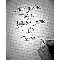 #atın #iyisine #doru #yiğidin #iyisine #deli #derler #şeyhedebali #kaligrafi #muratkıyak #calligraphy #italik #çalışma #denemeler #hobi #yazisanati #yazi #pencillovers #writing #typography #handmade #letter #eskişehir Poker, Signs, Instagram, Art, Tatoo, Art Background, Shop Signs, Kunst, Performing Arts