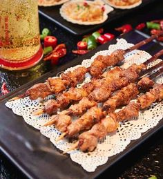 Kitchen Tips 1. If the mutton odor is very heavy, onions can reduce the annoying odor with its spicy aroma. Thus, onions are an essential ingredient when marinating mutton. 2. The mutton should not be too fat or too thin. streaky mutton is the best for mutton shashlik.