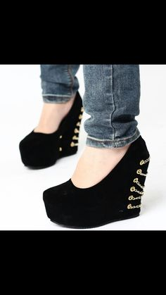 ♡Must Have♡ I would totally rock these! They are very stylish, chic! They scream sassy but bossy at the same time! I need these in my closet!  I'm on the lookout