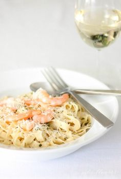 Healthy Recipes : Illustration Description A quick & easy white wine sauce to toss with pasta & your favorite seafood or vegetables for a 10 minute dinner. Pastas Recipes, Easy Pasta Recipes, Healthy Recipes, Sauce Recipes, Seafood Recipes, Dinner Recipes, Easy Meals, Cooking Recipes, Dinner Ideas
