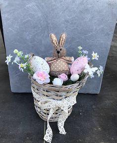 Veľkonočná dekorácia v prútenom košíku, so zajkom, machom a kvetmi Jar, Easter, Spring, Easter Activities, Jars, Glass