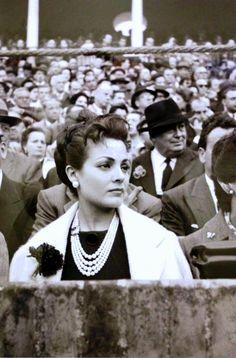 Una joven actriz Carmen Sevilla en la Real Maestranza de Sevilla. #SevillAyer