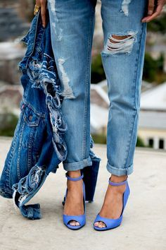 "Denim - we love pairing slouchy, ""rough"" boyfriend jeans with stylish heels. Denim Fashion, Look Fashion, Autumn Fashion, Womens Fashion, Fashion Trends, Fashion Hacks, Blue Fashion, French Fashion, Fashion Ideas"