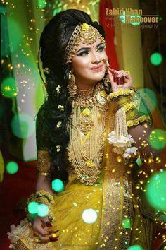 Fulfill a Wedding Tradition with Estate Bridal Jewelry Pakistani Wedding Outfits, Pakistani Bridal, Bridal Lehenga, Indian Bridal, Bengali Wedding, Bengali Bride, Indian Outfits, Indian Wedding Jewelry, Bridal Jewelry