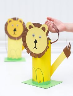 So you're having a Zoo party for the kids? Give 'em fun animal crafts to make with these great Zoo themed party activities. Kids Crafts, Toddler Arts And Crafts, Animal Crafts For Kids, Summer Crafts, Preschool Crafts, Fall Crafts, Timon Und Pumbaa, Simba Und Nala, Lion King Crafts