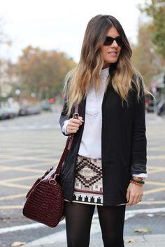 Falda de lentejuelas y blazer negro. Un #look perfecto para el día y la noche!  Encuentra la tuya en nuestro #sale de la diseñadora Daniela Peña. http://www.lookhunters.com/falda-corta-de-lentejuelas-403