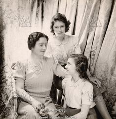 The Queen Mother, Princess Margaret and Princess Elizabeth, photo Cecil Beaton. England, UK, 1942