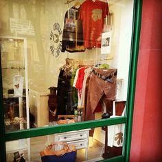 Hoy sábado es un dia perfecto para ir de rebajas y descubrir la moda sostenible en nuestra tienda! Te esperamos!