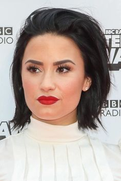 "Demi Lovato has been on our screens and in magazines since That is an entire century! Since this timeRead More Beautiful Hairstyles Demi Lovato Has Rocked Over The Years"" Layered Bob Hairstyles, Formal Hairstyles, Celebrity Hairstyles, Easy Hairstyles, Short Haircuts, Pelo Demi Lovato, Demi Lovato Hair, Demi Love, Demi Lovato Pictures"