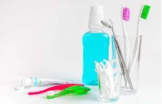 Lower your risk of gum disease! Regular flossing and professional dental cleanings will often minimize your chance of gum disease Healthy Tongue, Tongue Health, White Coated Tongue, Eating Raw Garlic, Get Whiter Teeth, Baking Soda Shampoo, Weight Loss Detox, Body Detox, Mouthwash