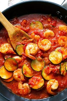 This zucchini shrimp pasta with a deep, thick tomato sauce makes for a filling and comforting dinner Sauteed Zucchini Recipes, Keto Shrimp Recipes, Pasta Sauce Recipes, Zucchini Recipes With Tomato Sauce, Pasta With Zucchini, Raw Recipes, Light Recipes, Recipies, Healthy Recipes