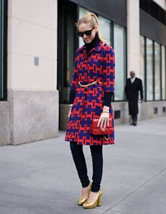 Great coat & shoes with otherwise simple outfit.