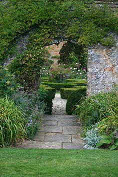 BROUGHTON CASTLE GARDENS | Flickr - Photo Sharing!