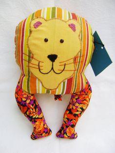 Cómodo y bonito cojín de león. Ideal para los más pequeños de la casa.