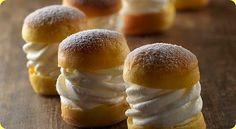 I maritozzi sono dei dolci tipici della zona di Roma, soffici e con un cremoso ripieno di panna