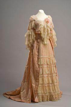 Dress, 19th century, Colección Museo de Historia Mexicana
