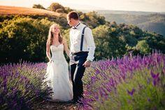 Un beau mariage dans les lavandes du Luberon. http://nicolasterraes.com/