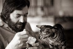 Julio Cortazar y su gata Flanelle by Antonio Marín Segovia