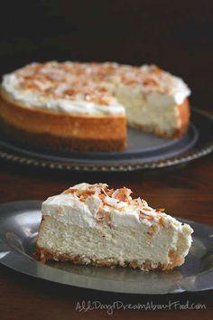 Pastel de coco con una corteza de nuez de macadamia