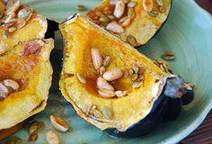 Recette de Courge poivrée (ou butternut) au miel et citron, cuit au four avec graines de courge et arachides
