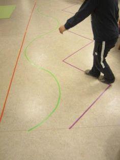 ist eine Übung frei nach Maria Montessori.   Dabei geht es nicht alleine darum eine Linie auf und ab   zu gehen oder zu balancieren.     N...