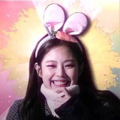 Kim Jennie, Jisoo Do Blackpink, Jen Videos, Pink Movies, Blackpink Poster, Mode Kpop, Lisa Blackpink Wallpaper, Rose Icon, Blackpink Video