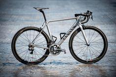 Buna Disk fren koymamışlar ama 6,8 kilo ağırlığı var. http://roadcyclinguk.com/gear/canyon-ultimate-cf-slx-2016-road-bike-first-ride-review.html#UeqQ38KPcOTq5zh4.97 Canyon Ultimate CF SLX 2015 road bike launch (Pic: Geoff Waugh)