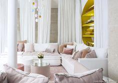 #Restezchezvous : 4 architectes et décorateurs nous racontent leur confinement ! - Maison Créative Angles, Built In Sofa, Sofa Design, Showroom, New Homes, Curtains, Inspiration, Home Decor, Blog