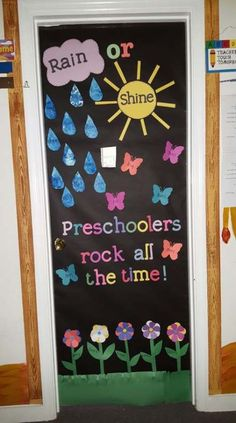 fall door decorations classroom Great Screen preschool classroom door Concepts Think youre a completely new teacher thats wondering how to put together the toddler schoo Spring Bulletin Boards, Preschool Bulletin Boards, Preschool Birthday Board, April Bulletin Board Ideas, Bullentin Boards, Classroom Fun, Classroom Displays, Preschool Classroom Decor, Door Decoration For Preschool